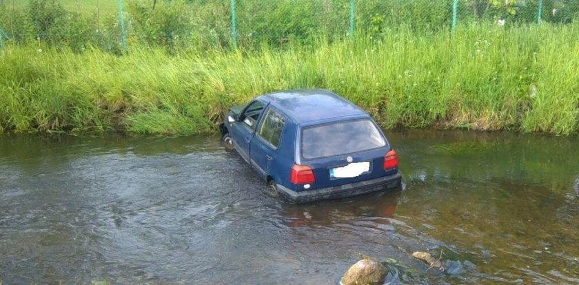 Kompletnie pijany wjechał samochodem do rzeki