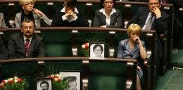 PiS nie usunie zdjęć zmarłych dla Komorowskiego