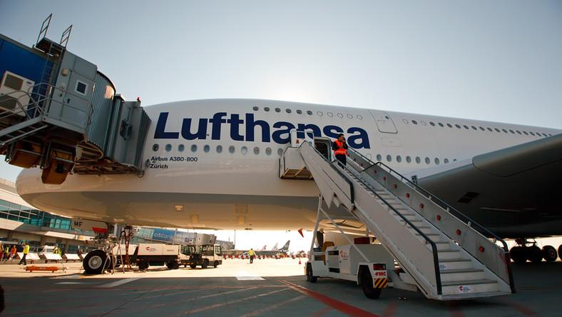 lufthansa samolot lotnisko