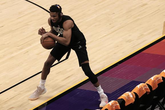NBA ŠOK! Dvostruki MVP Janis Adetokumbo nije imao gde da spava pred finale - u hotelu ga nisu prepoznali!?