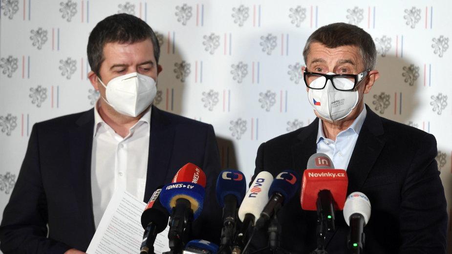 P.o. szefa czeskiego MSZ Jan Hamaczek (L) i premier Czech Andrej Babisz (P)