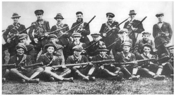 Żołnierze IRA podczas irlandzkiej wojny o niepodległość (1919-1921)