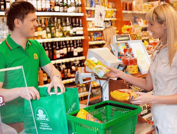 Uzupełnianie braków złotego trunku podczas meczów Euro 2012 w sklepach osiedlowych oznacza znacznie większy wydatek. źródło: materiały prasowe sieci Żabka