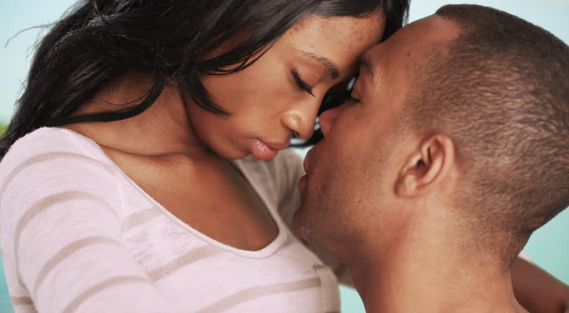 4 ways to get her fall for you