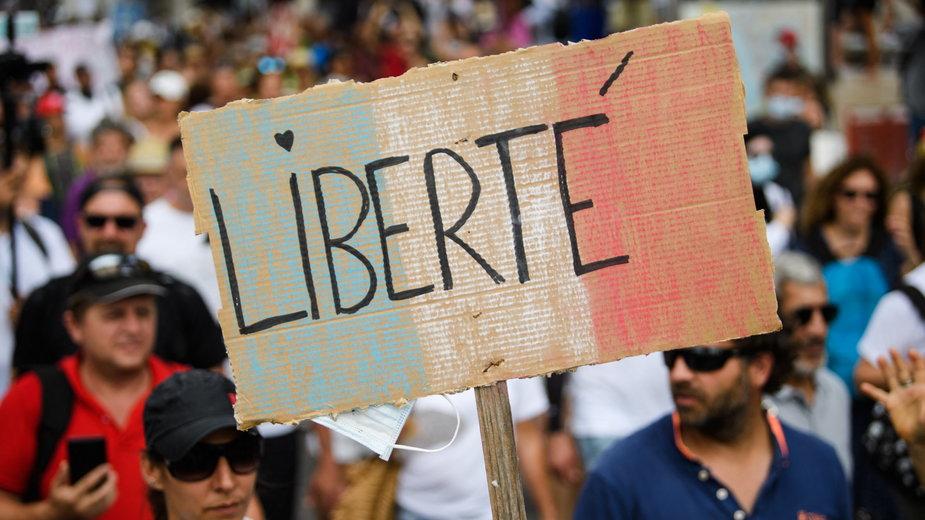 Demonstracja w Marsylii przeciwko obowiązkowym szczepieniom medyków