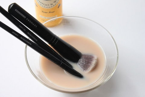Baby shampoo cleans makeup brushes [Credit: Pinterest]