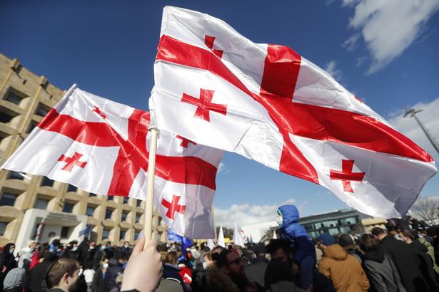 Opozycja zwołała protest przed siedzibą rządu w stolicy kraju, Tbilisi. Uwolnienia Niki Melii domaga się kilkaset osób.