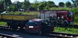 Pociąg wjechał w samochód. Nie działały rogatki