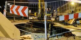 Poważna awaria wodociągowa w stolicy. Zapadł się fragment ulicy