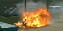 Straszny wypadek na torze. Motocykl stanął w płomieniach
