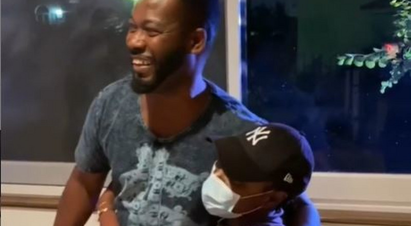 Yvonne Nelson goes down on her knees to kiss Adjetey Anang's legs (WATCH)
