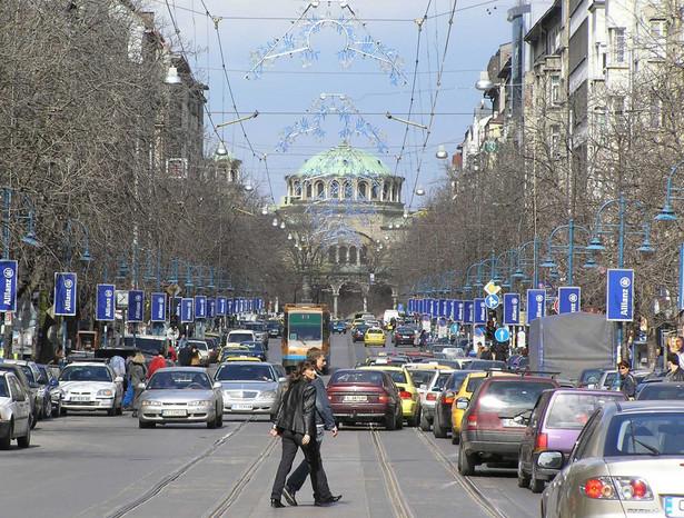 Międzynarodowy Fundusz Walutowy ostrzegł Bułgarię przed niebezpieczeństwem zdestabilizowania jej systemu bankowego przez greckie banki, które opanowały w tym kraju około 30 proc. rynku depozytów i 20 proc. rynku kredytów.