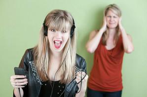 TOP 20 NAJIRITANTNIJIH PESAMA Kad vam jednom uđu u uši, NEĆETE MOĆI da ih se otarasite (VIDEO)