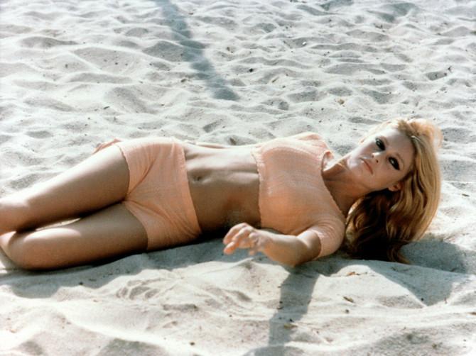 Parižanke na veoma POSEBAN NAČIN sređuju bikini zonu: Ima veze sa KARTOM ZA METRO, ali nikad nećete pogoditi zašto!
