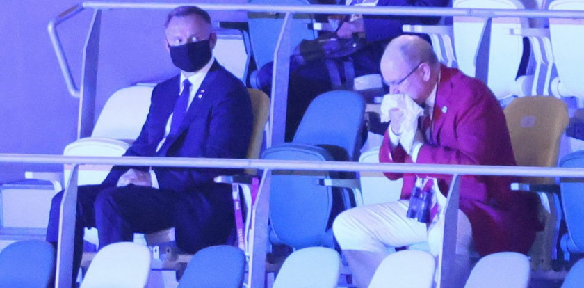Tokio 2020: Książę kaszle i kicha przy Andrzeju Dudzie. Wzrok prezydenta mówi wszystko