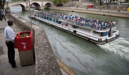 Pisuary z widokiem na Sekwanę. Tak wysikasz się tylko w Paryżu!