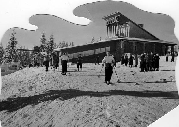 Turyści przy górnej stacji Kolejki na Gubałówkę, 1939 r.