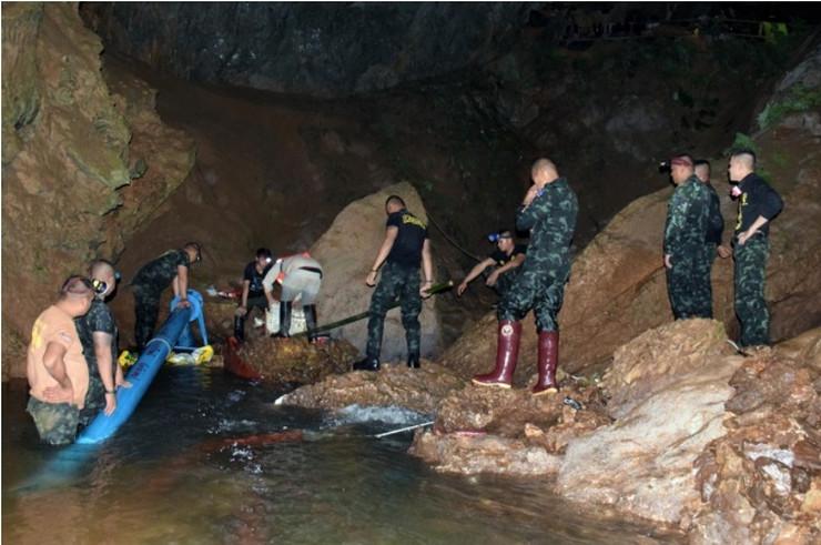 Ispumpavanje vode iz pećina na Tajlandu EPA Royal thai army
