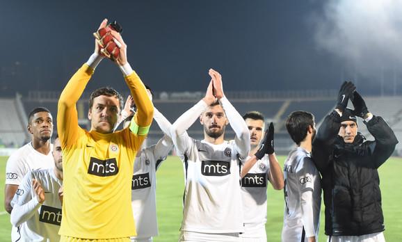 Crno-beli pozdravljaju navijače posle pobede nad Zemunom