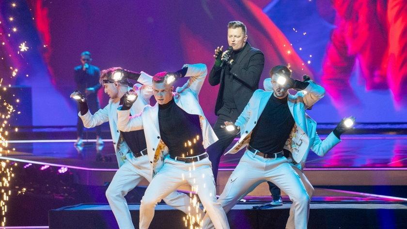 Rafał Brzozowski na scenie Eurowizja 2021 w Rotterdamie. 10 maja zaprezentował się po raz pierwszy