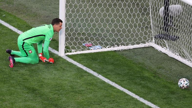 Wojciech Szczęsny po straconej bramce w meczu Polski ze Słowacją w Sankt Petersburgu