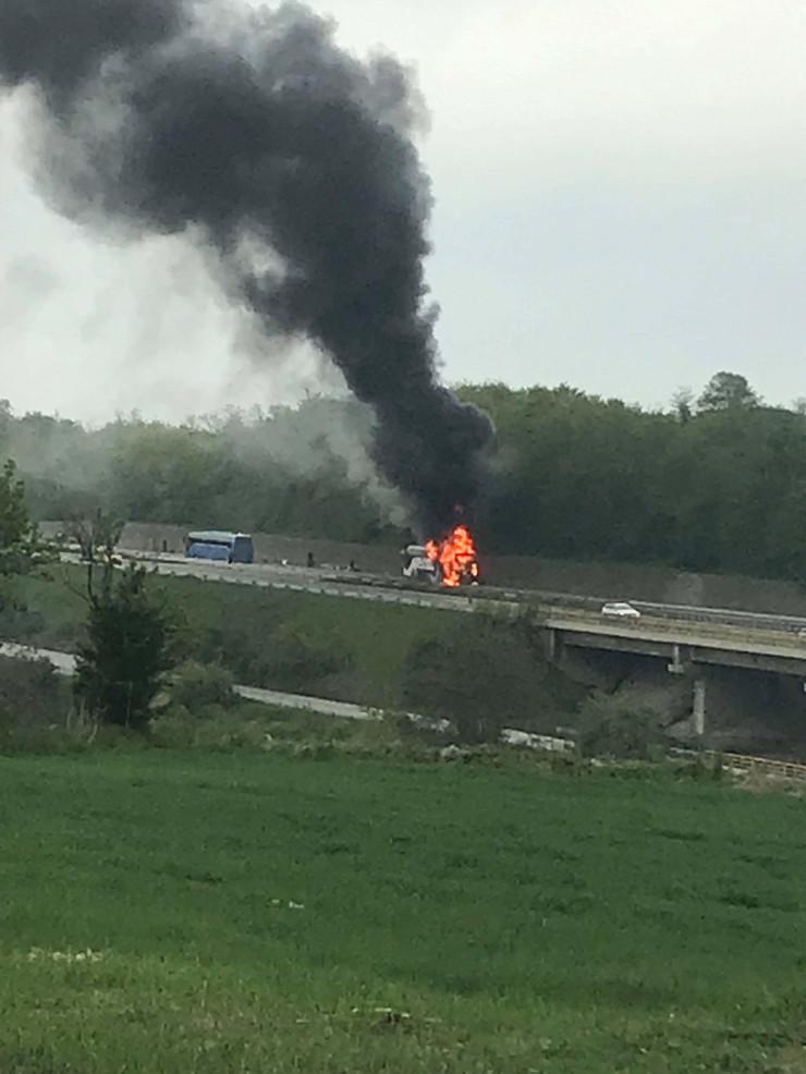Autobus koji se zapalio kod Ražnja