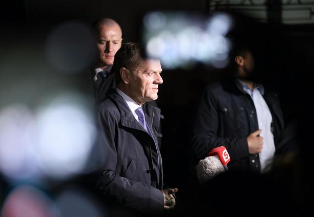 Donald Tusk po wyjściu z wydziału ds. wojskowych Prokuratury Okręgowej w Warszawie przy ulicy Nowowiejskiej