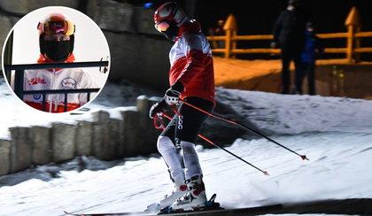 Dziennikarze przyłapali prezydenta na nocnej jeździe na nartach. Jak zareagował?
