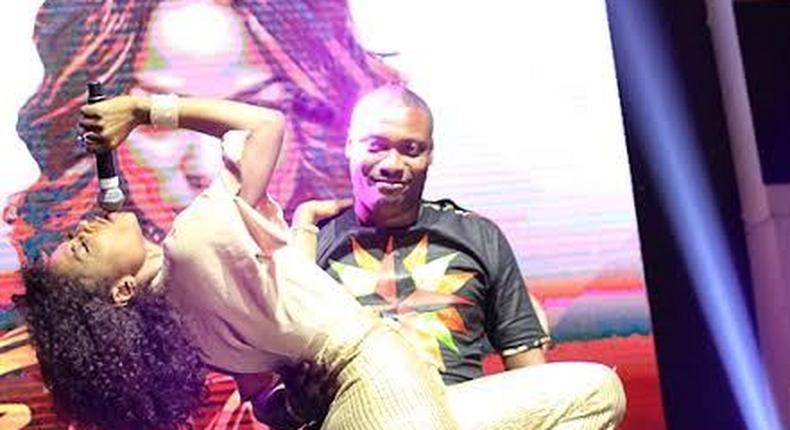 Niyola gives male fan a lap dance.