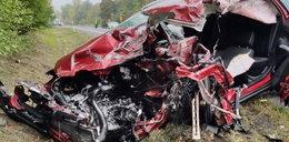Potworny wypadek w Zawierciu. Z auta została miazga