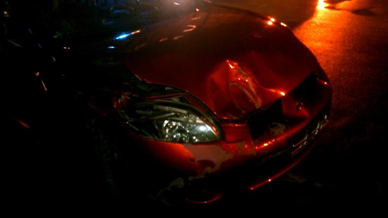 Samochód pijanego sprawcy wypadków na Bemowie w Warszawie