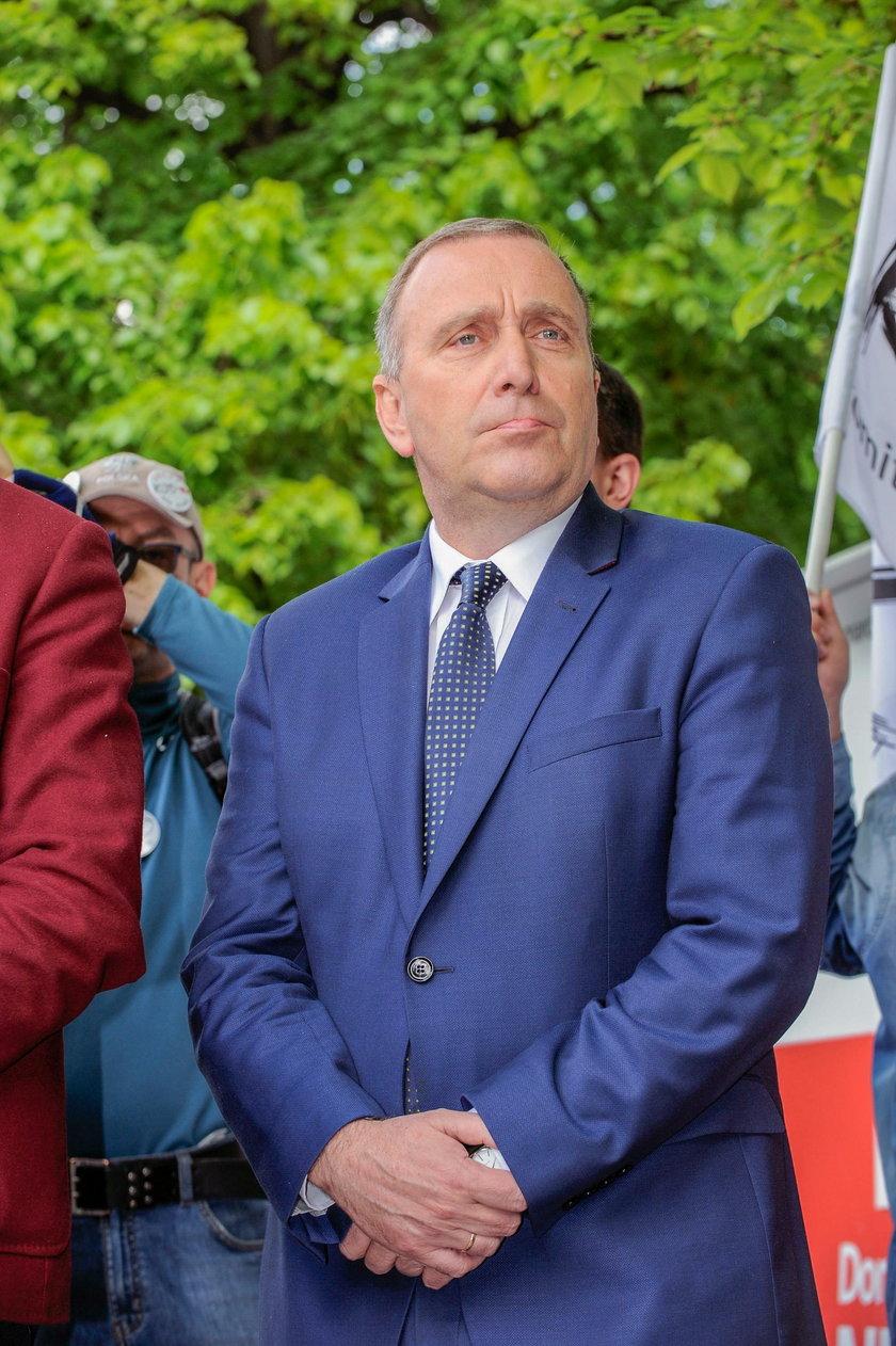 Grzegorz Schetyna idzie w ślady Jarosława Kaczyńskiego