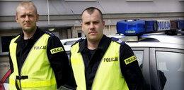 Bohaterscy policjanci. Wynieśli człowieka z płonącego domu