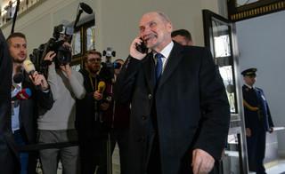Bochenek: Nie ma sporu kompetencyjnego między Macierewiczem a Streżyńską