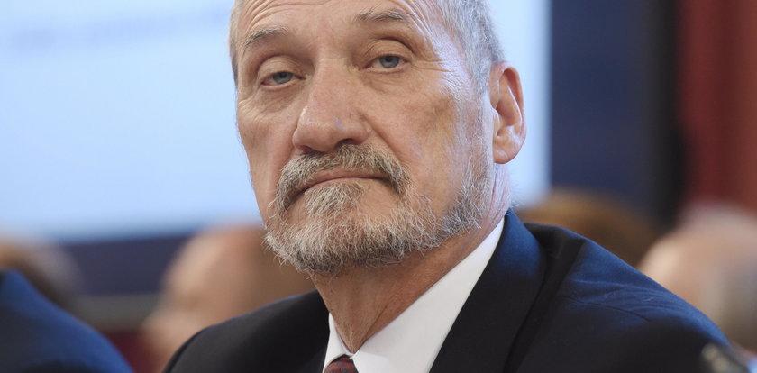 """Macierewicz krytykuje artykuł """"Sieci"""" o trotylu"""