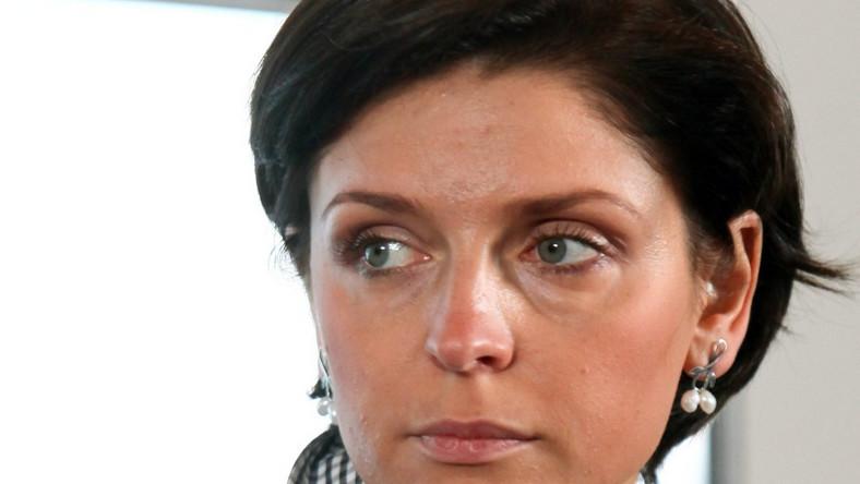 Ministra to kobieta o raczej ciemnej karnacji