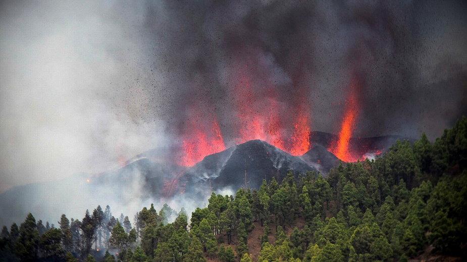 Wyspy Kanaryjskie: lawa z wulkanu uszkodziła ok. 100 domów