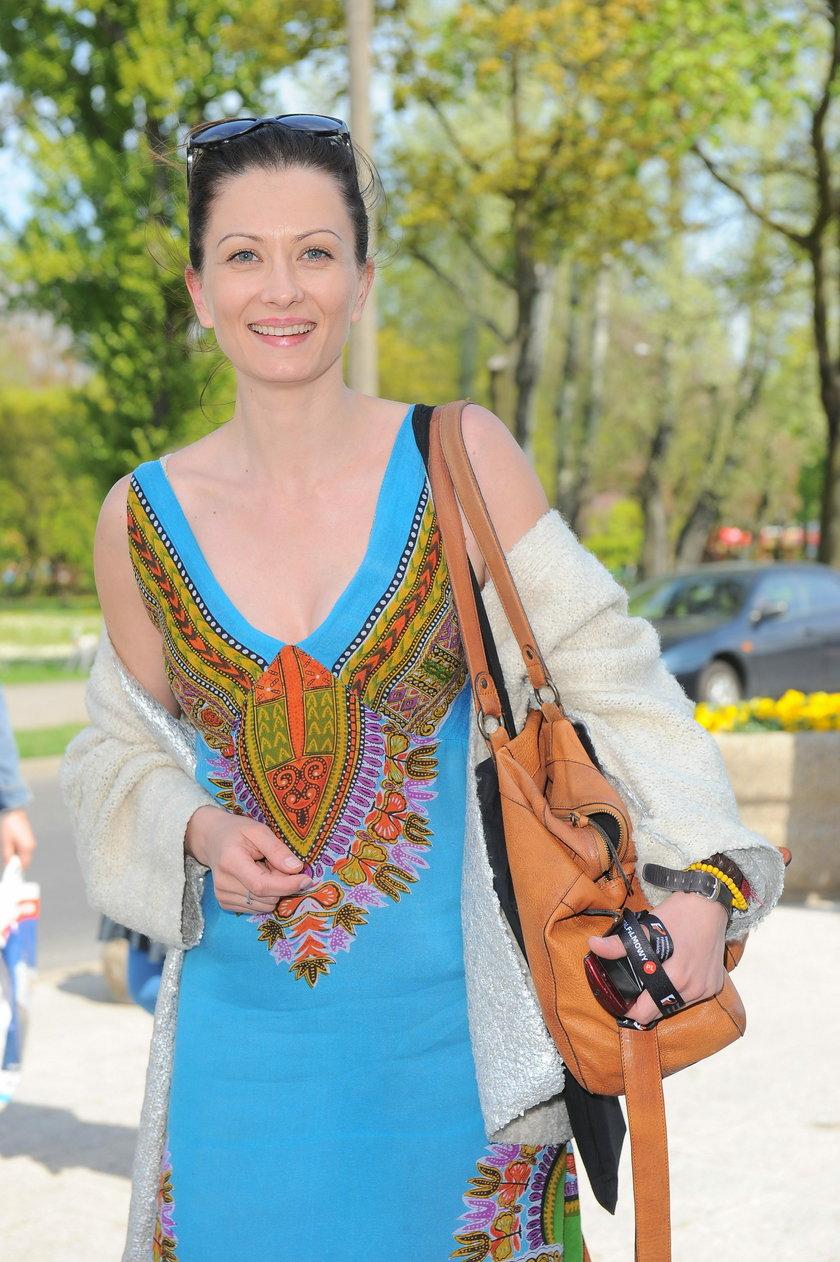 Anita Sokołowska w niebieskiej sukience