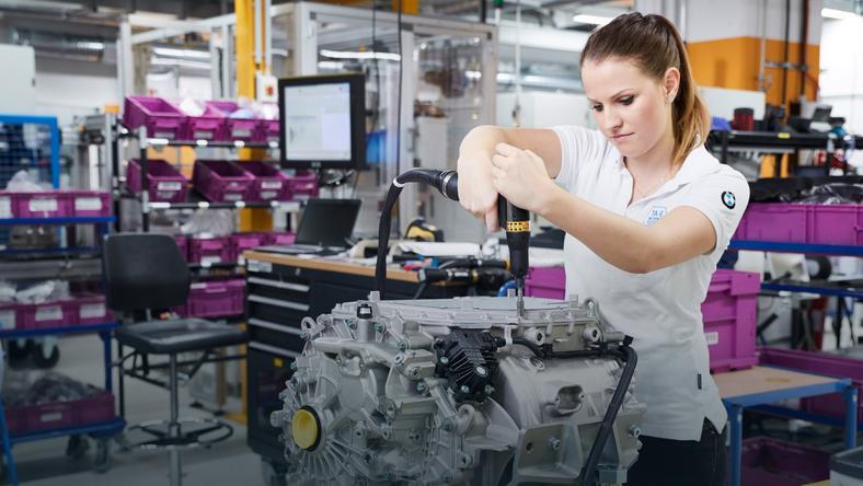 Układ napędowy 5 generacji od BMW ma być modułem w którym połączono silnik elektryczny, przekładnię i elektronikę sterującą. Nad podobnym rozwiązaniem pracuje m.in. Bosch.