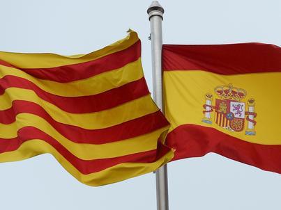 Flaga Katalonii i flaga Hiszpanii