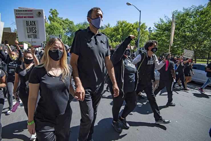 Vlade Divac na protestu