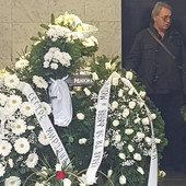 TUŽNA SLIKA SA GROBLJA Šačica ljudi na sahrani Popare, došlo samo DVOJE KOLEGA