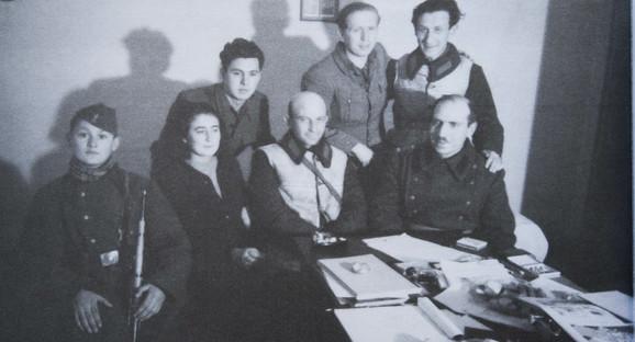 Branko Ćopić i Duško Radović pored njega