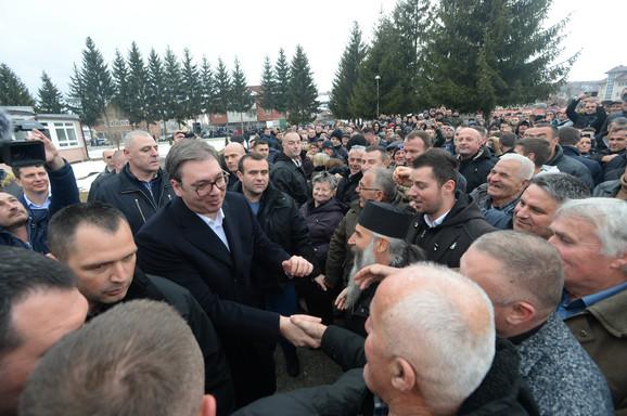 Građani Tutina pozdravljali Vučića
