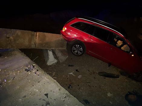 Automobil je udario u betonsku barijeru