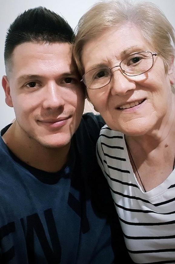 Sloba Radanović sa majkom