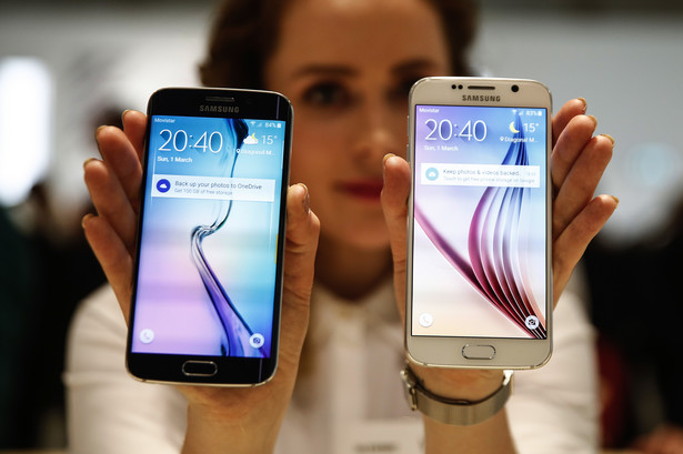 Galaxy S6 Edge, left, and a Galaxy S6
