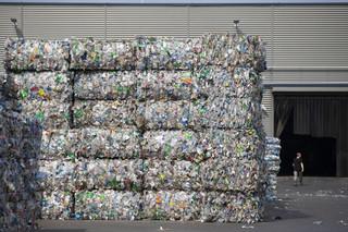 Wpływy z ROP nie zatrzymają podwyżek za śmieci. UE postuluje podniesienie stawki