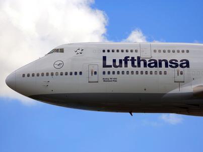 Lufthansa przejmuje część swojego dotychczasowego konkurenta - Air Berlin. Wpłynie to przede wszystkim na rynek niemiecki