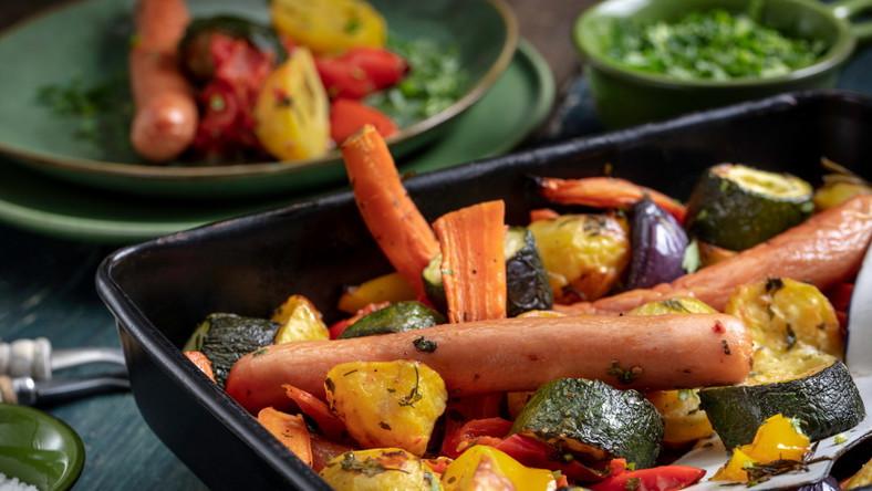 Parówki zapiekane z warzywami